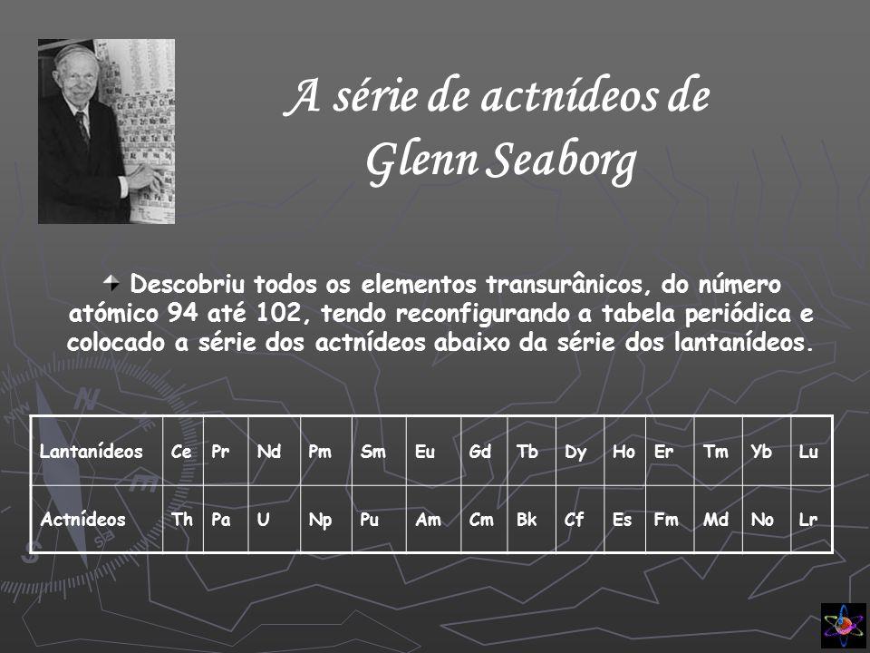 Tabela periódica actual Actualmente, a tabela periódica é constituída por 109 elementos distribuídos em 7 filas horizontais – períodos ou séries – e 18 colunas verticais – grupos ou famílias.