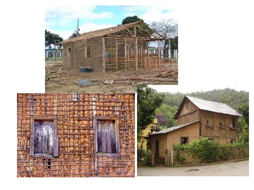 Começaram então, a construir suas casas utilizando galhos de árvores para fazer a base e rebocando essa base com barro.