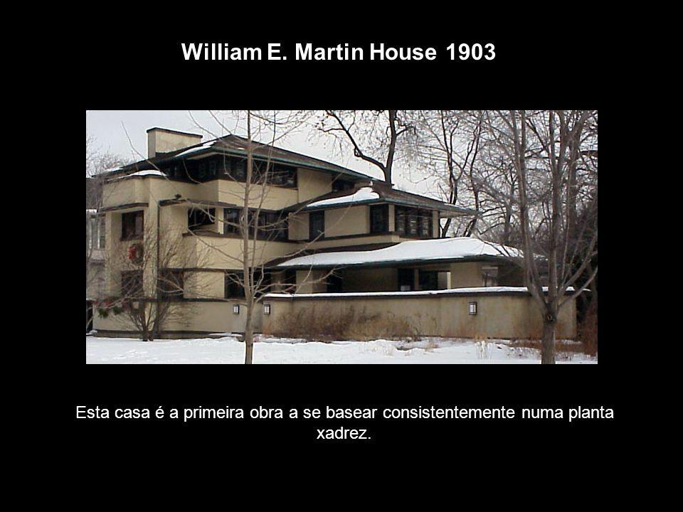 William E. Martin House 1903 Esta casa é a primeira obra a se basear consistentemente numa planta xadrez.
