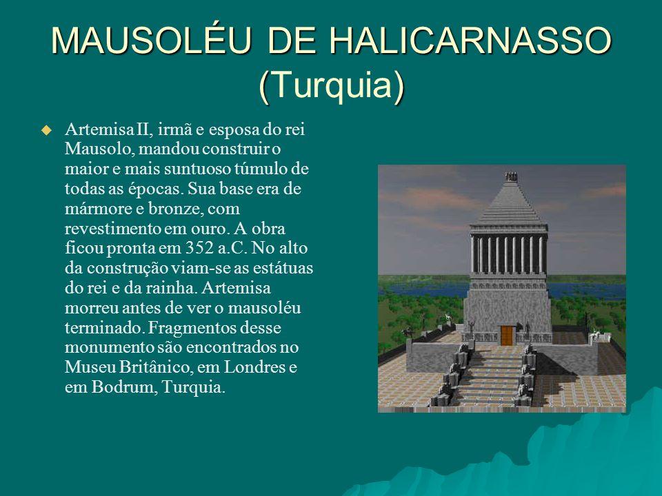 MAUSOLÉU DE HALICARNASSO () MAUSOLÉU DE HALICARNASSO (Turquia) Artemisa II, irmã e esposa do rei Mausolo, mandou construir o maior e mais suntuoso túm