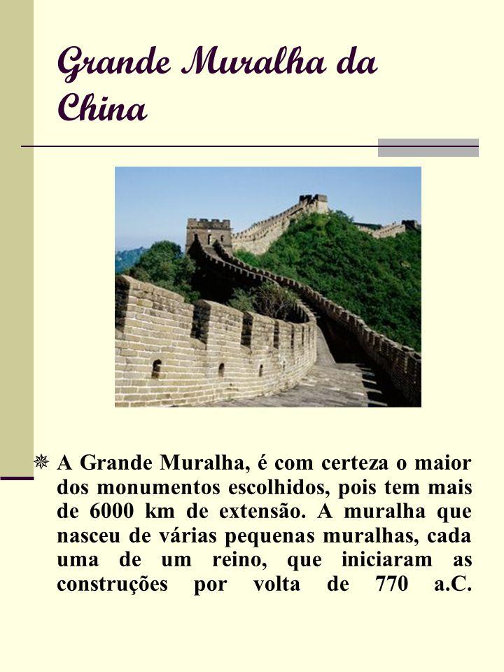 Grande Muralha da China A Grande Muralha, é com certeza o maior dos monumentos escolhidos, pois tem mais de 6000 km de extensão.