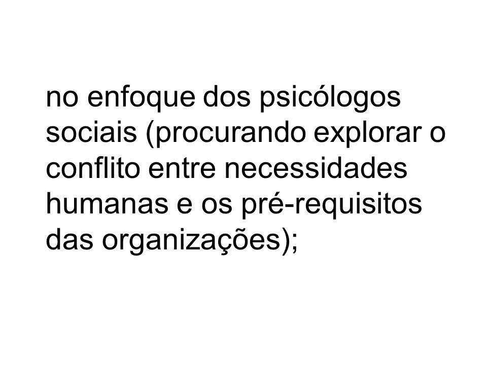 na abordagem das relações humanas (atribuindo-se relevância à motivação e ao entusiasmo, e às relações nos grupos de trabalho);