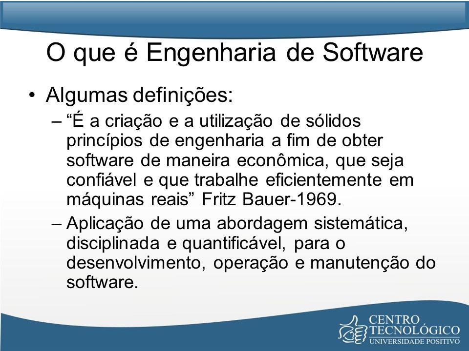 O que é Engenharia de Software Algumas definições: –É a criação e a utilização de sólidos princípios de engenharia a fim de obter software de maneira