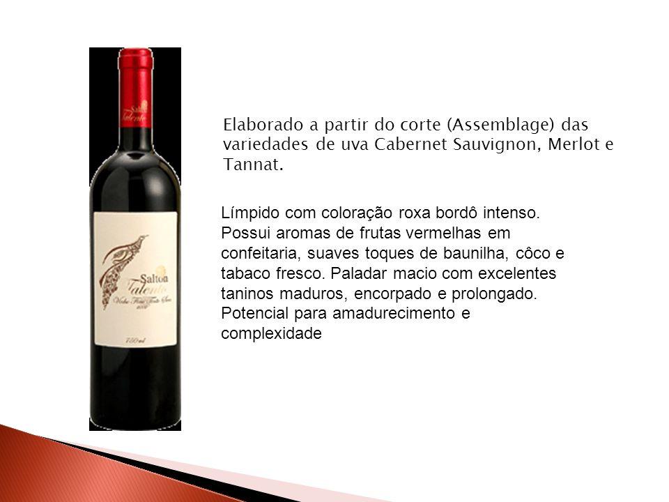 Elaborado a partir do corte (Assemblage) das variedades de uva Cabernet Sauvignon, Merlot e Tannat. Límpido com coloração roxa bordô intenso. Possui a