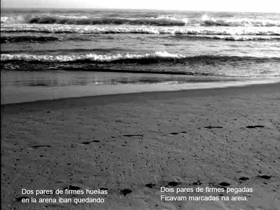 Dos pares de firmes huellas en la arena iban quedando Dois pares de firmes pegadas Ficavam marcadas na areia.