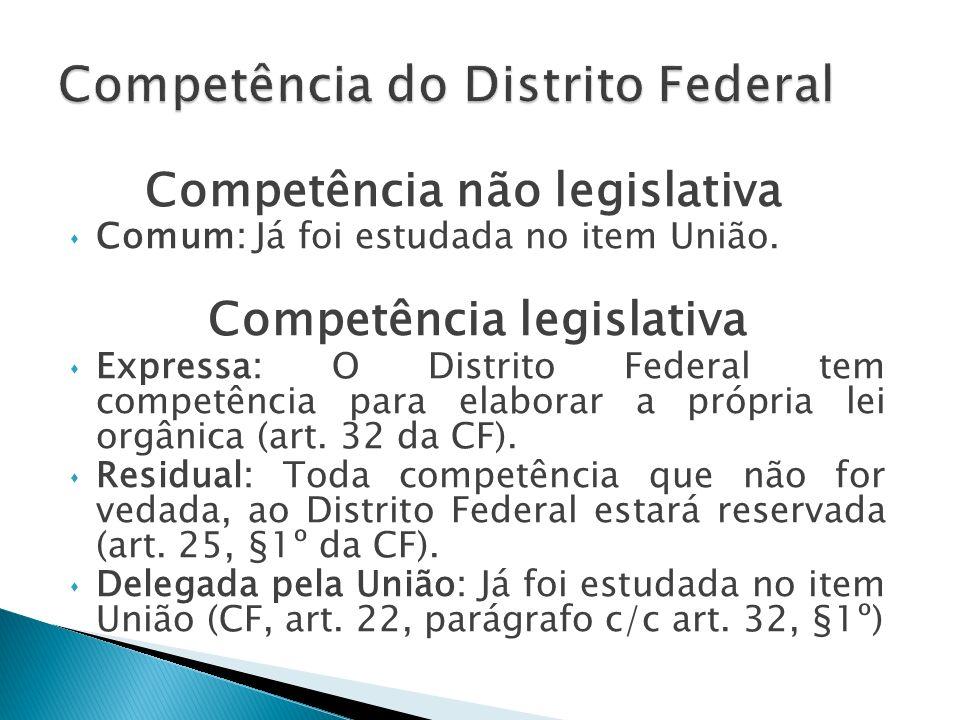A Constituição estabelece a competência de cada um dos entes federativos.