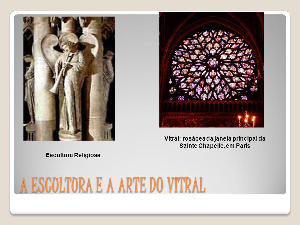 PINTURA Nos afrescos, mosaicos haviam cenas relacionadas com as Escrituras e a vida dos Santos