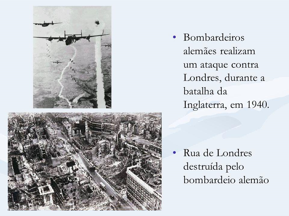 Bombardeiros alemães realizam um ataque contra Londres, durante a batalha da Inglaterra, em 1940. Rua de Londres destruída pelo bombardeio alemão