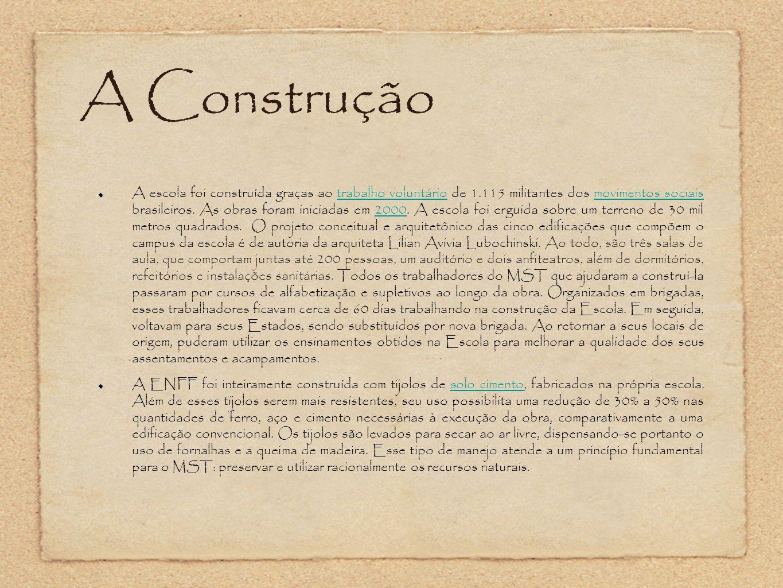 A Construção A escola foi construída graças ao trabalho voluntário de 1.115 militantes dos movimentos sociais brasileiros. As obras foram iniciadas em