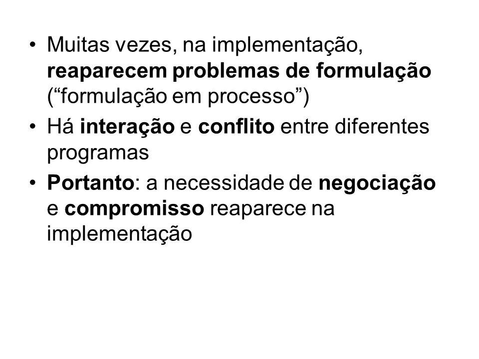 Muitas vezes, na implementação, reaparecem problemas de formulação (formulação em processo) Há interação e conflito entre diferentes programas Portant