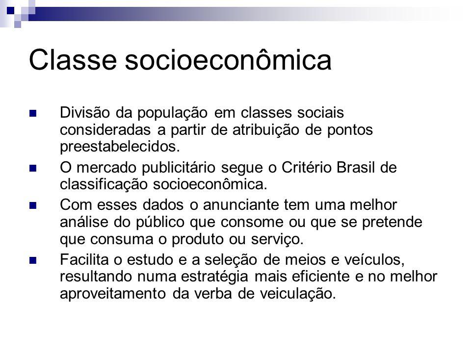 Classe socioeconômica Divisão da população em classes sociais consideradas a partir de atribuição de pontos preestabelecidos. O mercado publicitário s