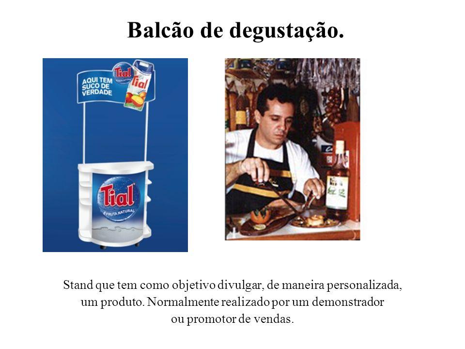 Balcão de degustação. Stand que tem como objetivo divulgar, de maneira personalizada, um produto. Normalmente realizado por um demonstrador ou promoto