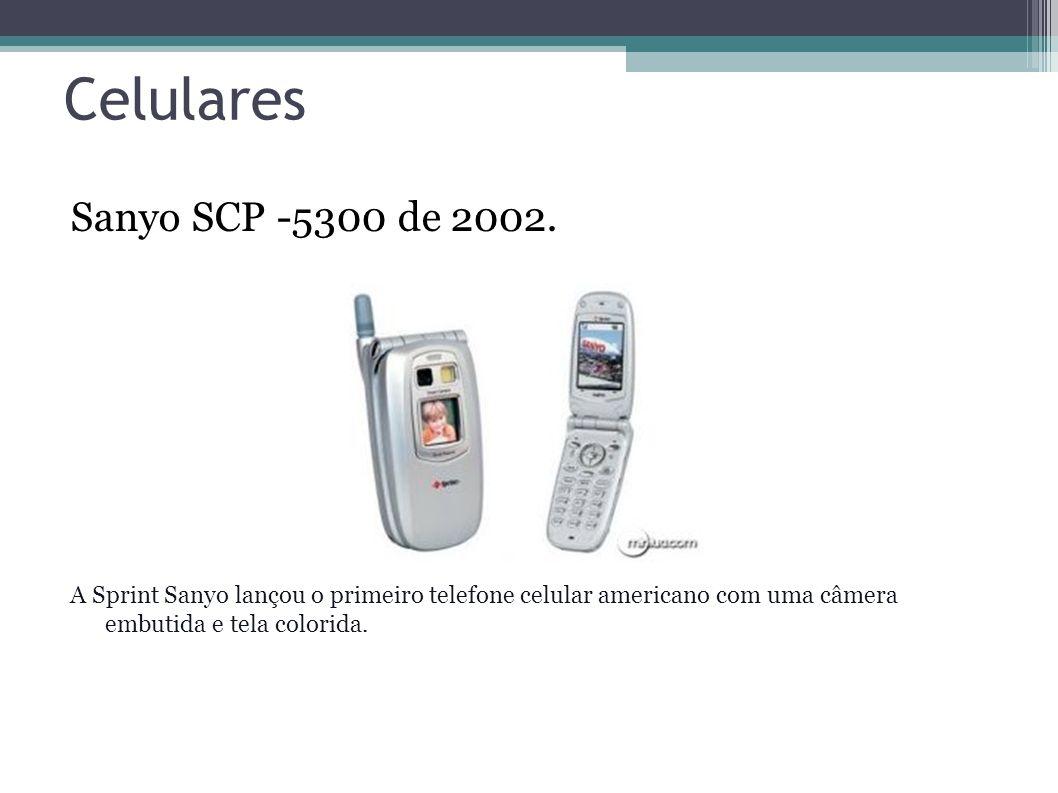 Celulares Sanyo SCP -5300 de 2002. A Sprint Sanyo lançou o primeiro telefone celular americano com uma câmera embutida e tela colorida.