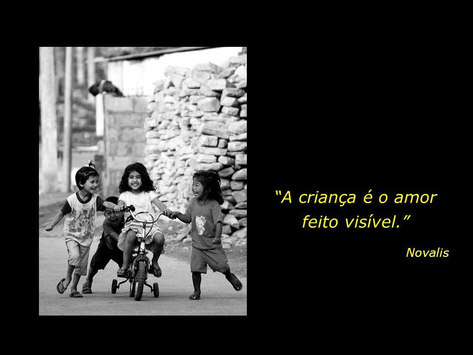 Acolher a dádiva do agora. Vivenciar a cada instante o novo, repousar na inocência e no sorriso.