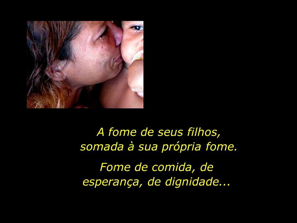 Marta, jovem mãe, moradora da Vila dos Costas, distrito de Natura, Paraíba, recebe a equipe do jornal na desolação de seu lar.