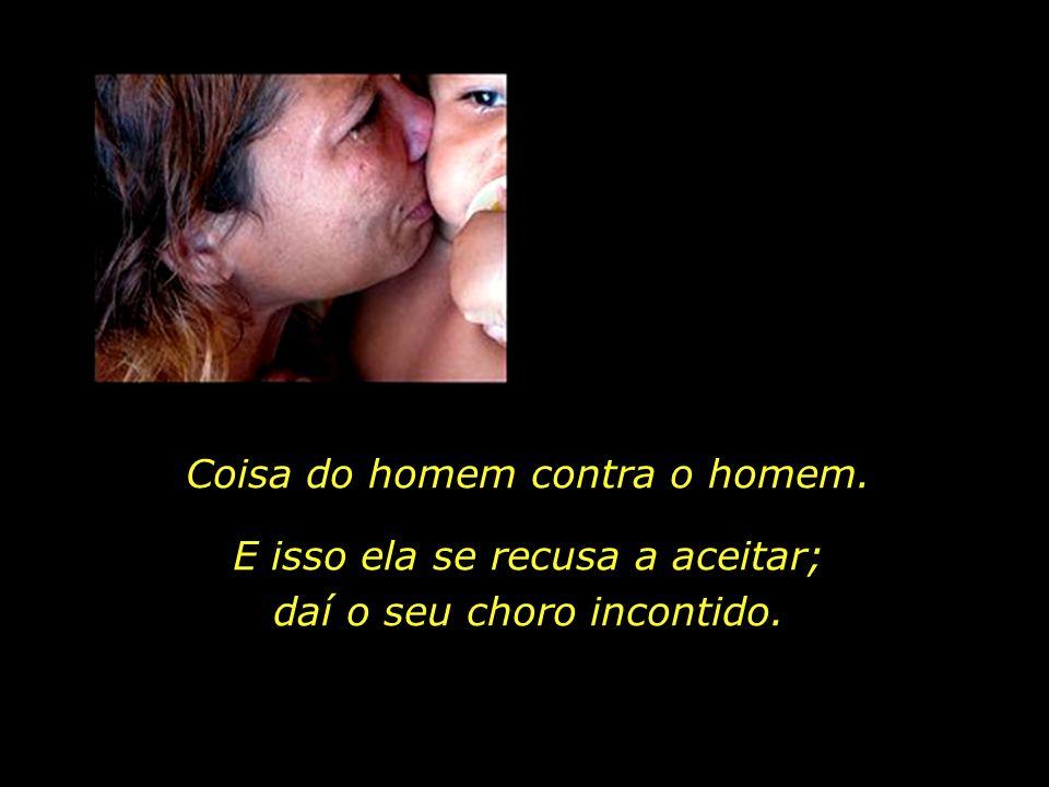 Marta Maria da Silva, 28 anos, é analfabeta e parece ter a exata consciência de que o flagelo da fome, imposto a ela e aos seus três filhos, não é obr