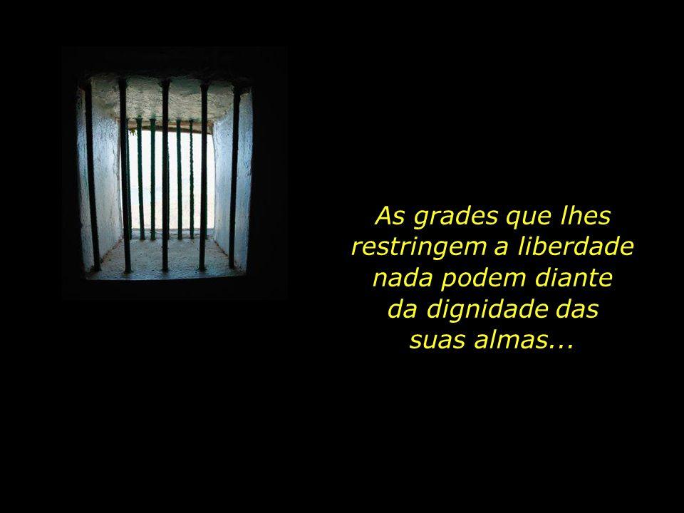 Elas, assim como as demais prisioneiras, não se deixam dobrar às injustiças dentro da cadeia. Mona e sua mãe permanecem encarceradas na ala feminina d