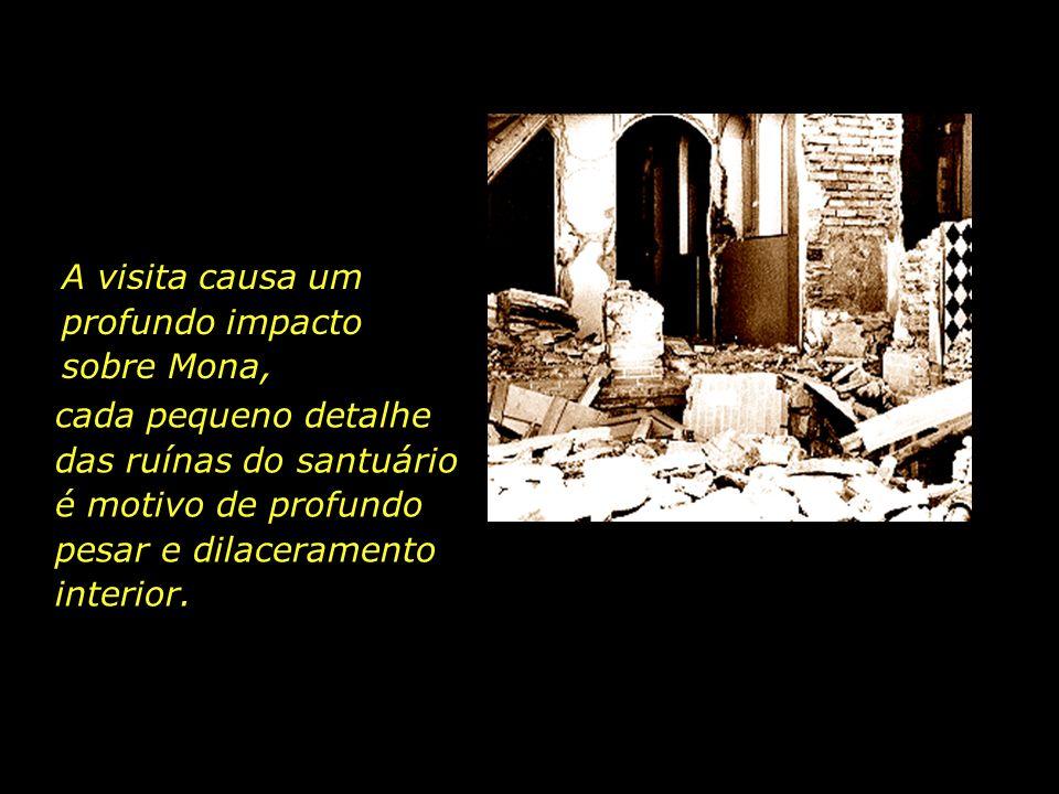 Depois da destruição, Mona, acompanhada pelo seu pai, visita o que, há pouco, era um belo santuário, agora arrasado e devastado pela intolerância reli