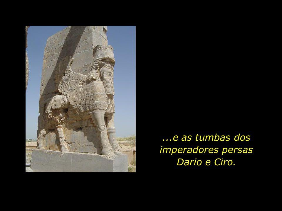 ...e as tumbas dos imperadores persas Dario e Ciro.