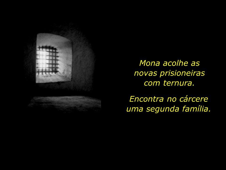 Logo, outras baháís começam a fazer companhia a Mona, na prisão de Seppah.