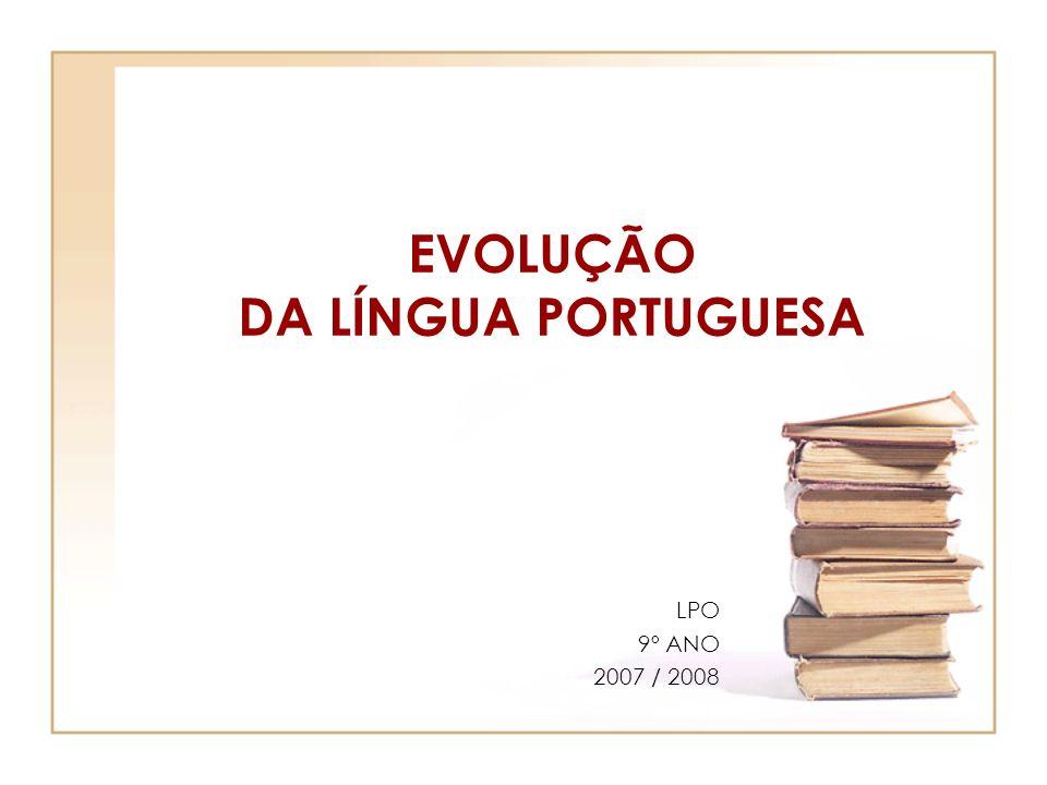 EVOLUÇÃO DA LÍNGUA O português foi-se afastando do latim e sofrendo algumas alterações: Fonéticas (estudo dos fonemas – elementos dos vocábulos), conjunto de sons) Semânticas (relativo à significação) Lexicais (relativo aos vocábulos; ao estudo dos elementos de formação de palavras)