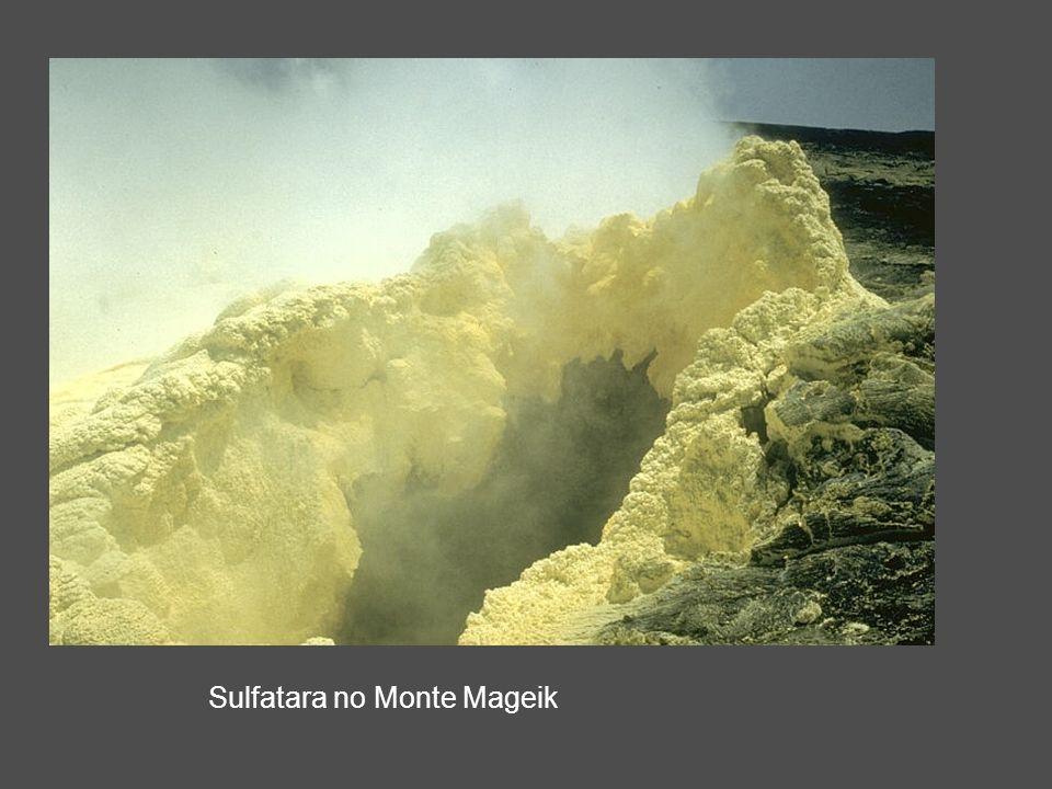 Sulfatara no Monte Mageik