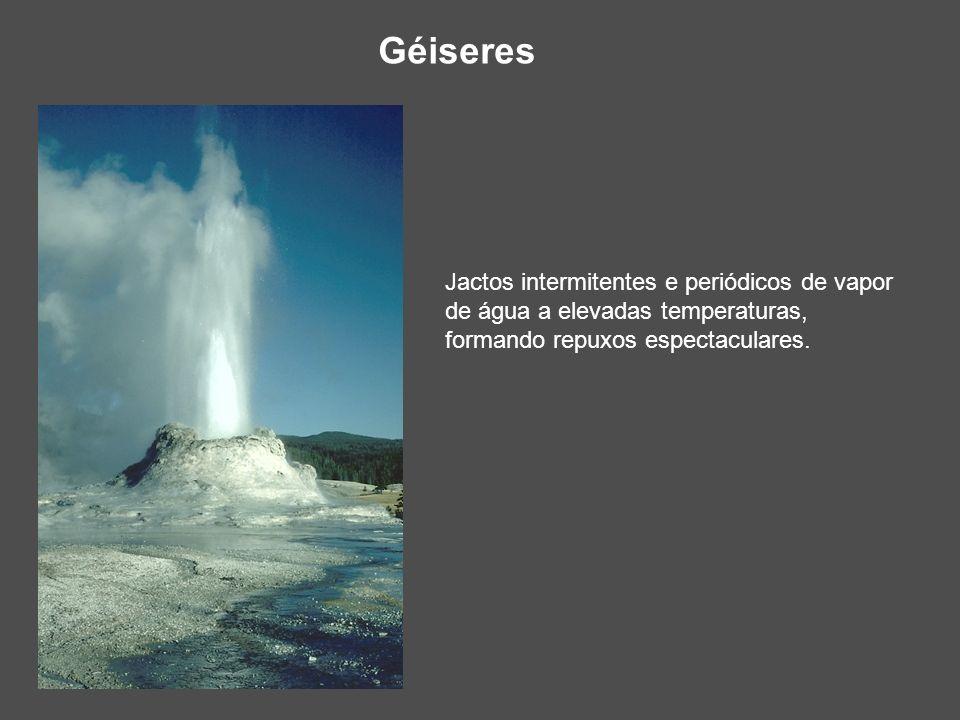 Géiseres Jactos intermitentes e periódicos de vapor de água a elevadas temperaturas, formando repuxos espectaculares.