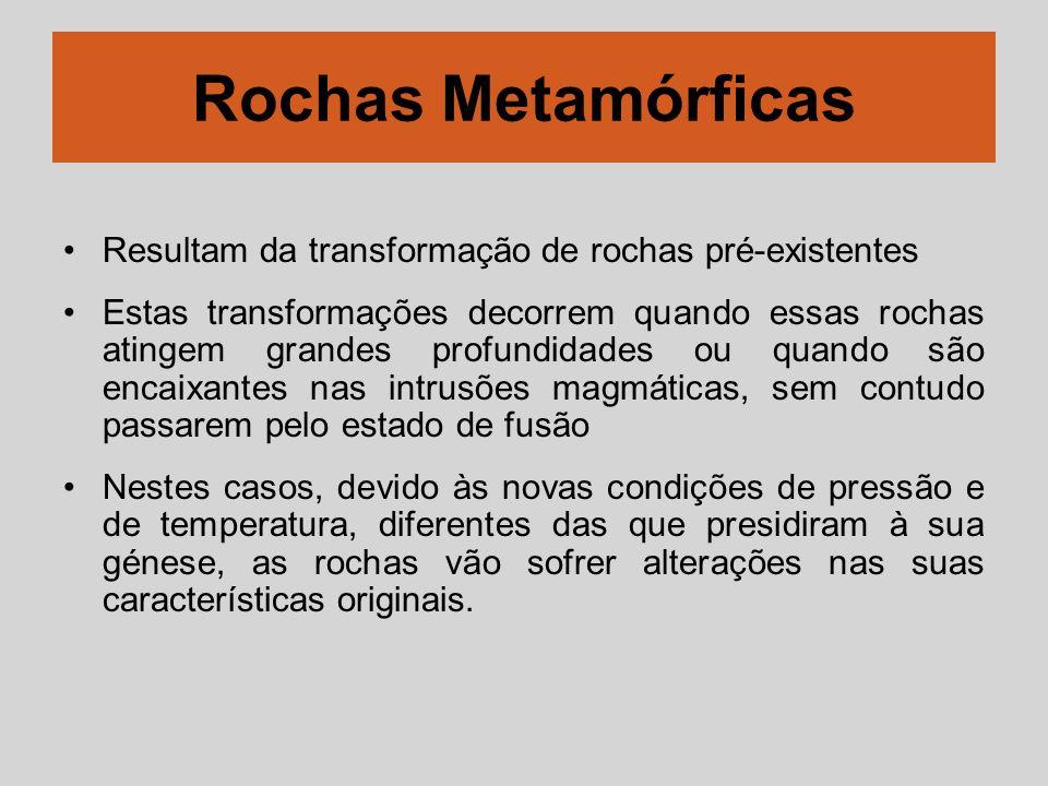 Rochas Metamórficas Resultam da transformação de rochas pré-existentes Estas transformações decorrem quando essas rochas atingem grandes profundidades