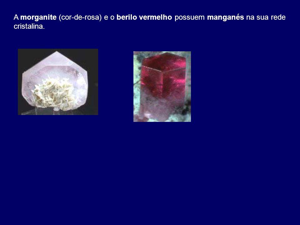 A morganite (cor-de-rosa) e o berilo vermelho possuem manganés na sua rede cristalina.