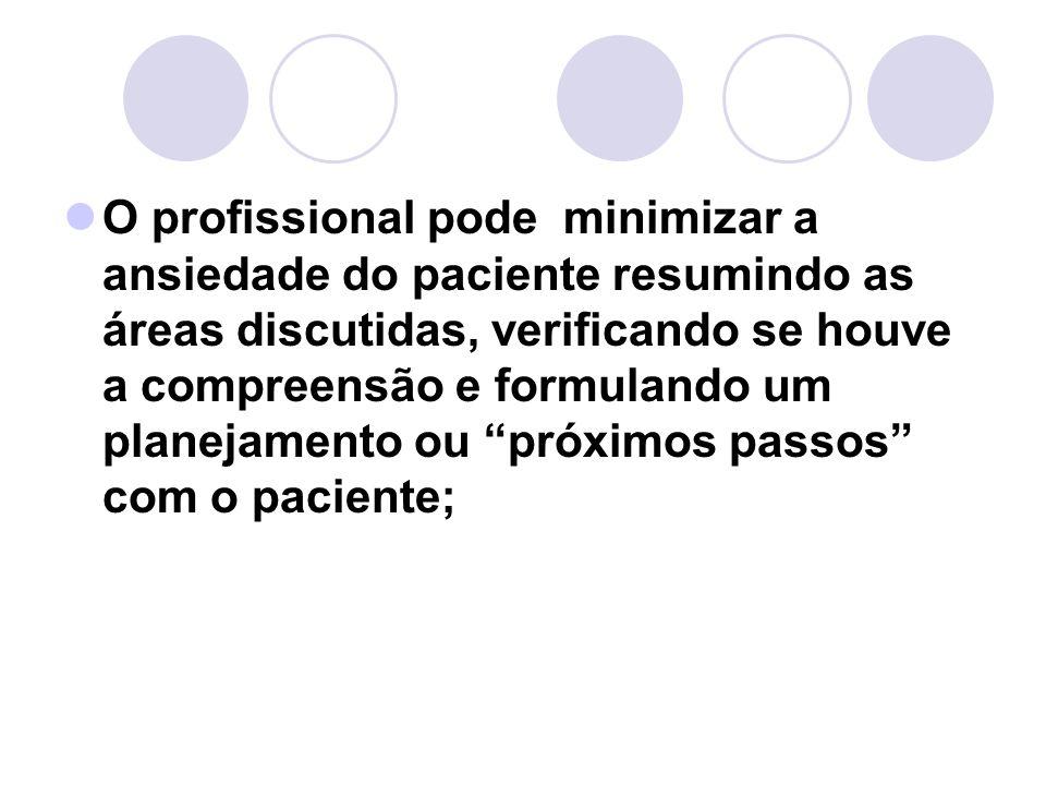 O profissional pode minimizar a ansiedade do paciente resumindo as áreas discutidas, verificando se houve a compreensão e formulando um planejamento o