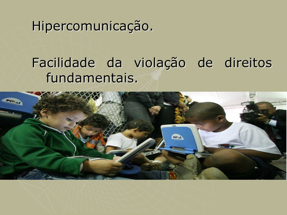 Hipercomunicação. Facilidade da violação de direitos fundamentais.