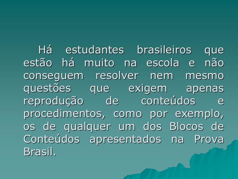 Há estudantes brasileiros que estão há muito na escola e não conseguem resolver nem mesmo questões que exigem apenas reprodução de conteúdos e procedi