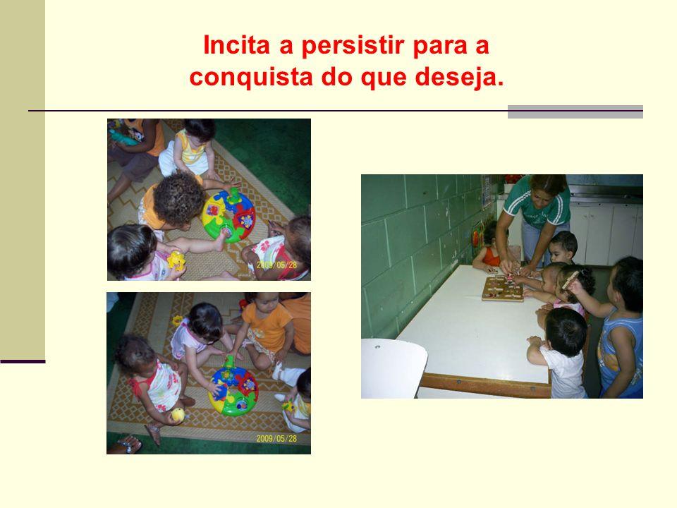ENCAIXES Ajuda a criança a distinguir formas