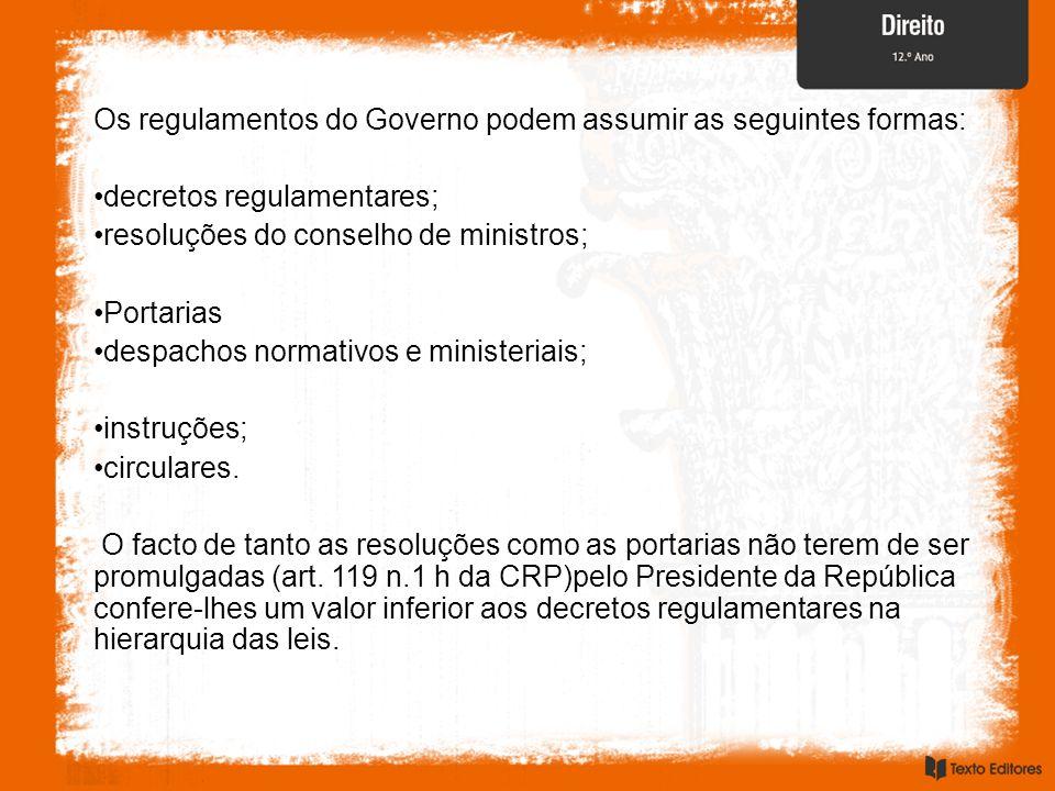 Os regulamentos do Governo podem assumir as seguintes formas: decretos regulamentares; resoluções do conselho de ministros; Portarias despachos normat