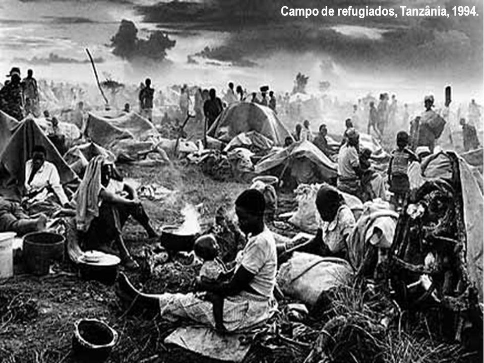 Classificação das migrações a) Migrações Internas (dentro do país): Êxodo Rural (campo-cidade) Pendular (diária) Transumância (sazonal) Migração rural