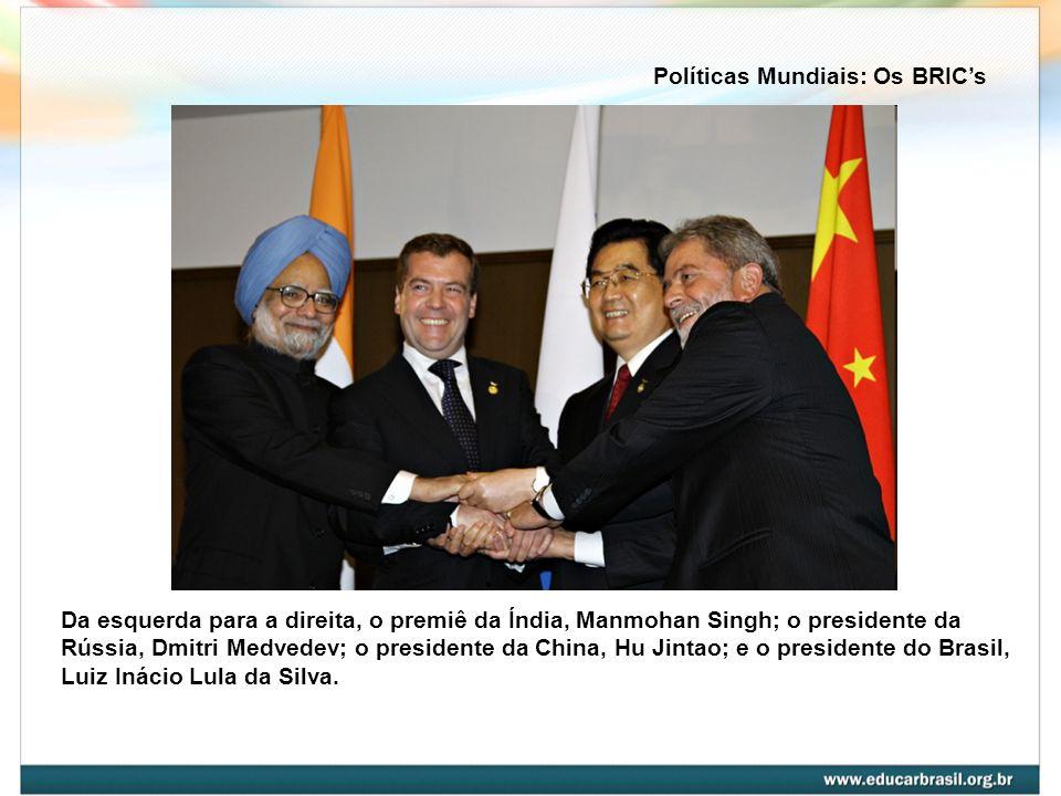 Da esquerda para a direita, o premiê da Índia, Manmohan Singh; o presidente da Rússia, Dmitri Medvedev; o presidente da China, Hu Jintao; e o presiden