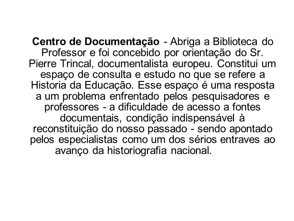 Centro de Documentação - Abriga a Biblioteca do Professor e foi concebido por orientação do Sr. Pierre Trincal, documentalista europeu. Constitui um e