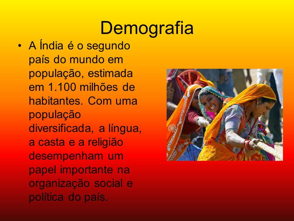 Demografia A Índia é o segundo país do mundo em população, estimada em 1.100 milhões de habitantes. Com uma população diversificada, a língua, a casta