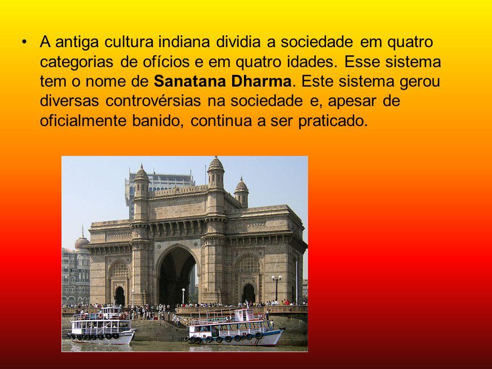 A antiga cultura indiana dividia a sociedade em quatro categorias de ofícios e em quatro idades. Esse sistema tem o nome de Sanatana Dharma. Este sist