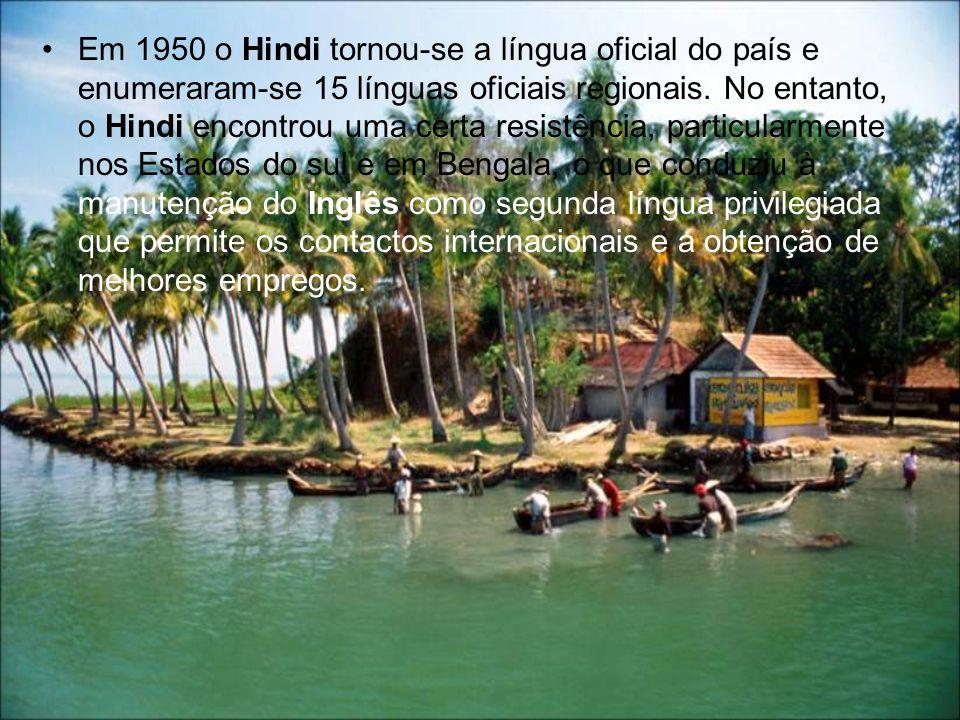Em 1950 o Hindi tornou-se a língua oficial do país e enumeraram-se 15 línguas oficiais regionais. No entanto, o Hindi encontrou uma certa resistência,
