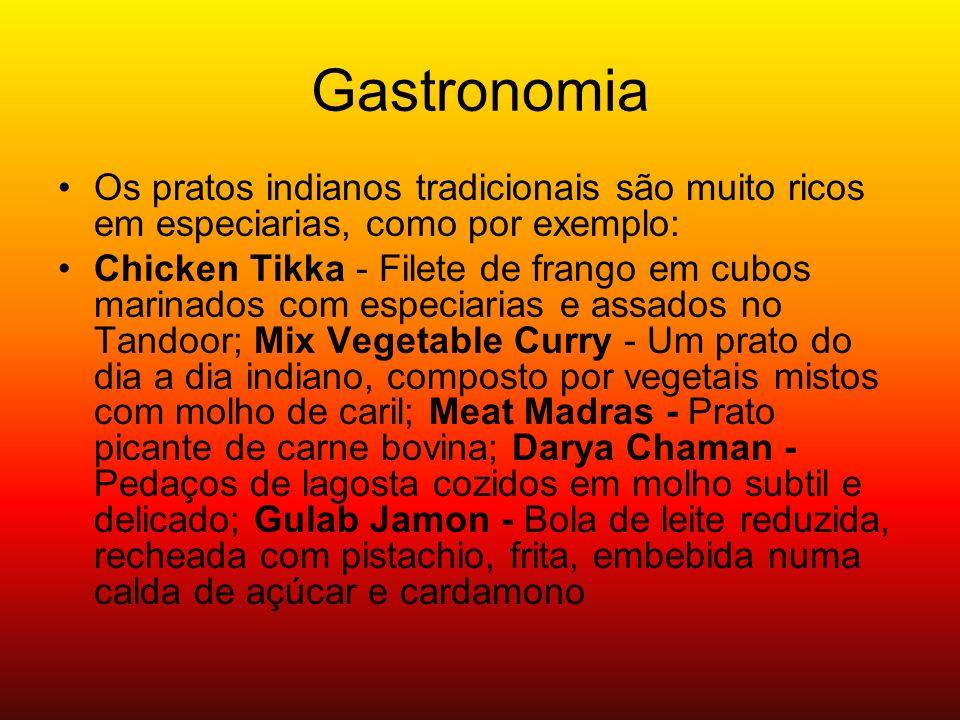 Gastronomia Os pratos indianos tradicionais são muito ricos em especiarias, como por exemplo: Chicken Tikka - Filete de frango em cubos marinados com