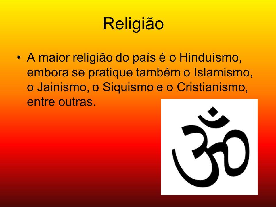 A maior religião do país é o Hinduísmo, embora se pratique também o Islamismo, o Jainismo, o Siquismo e o Cristianismo, entre outras. Religião