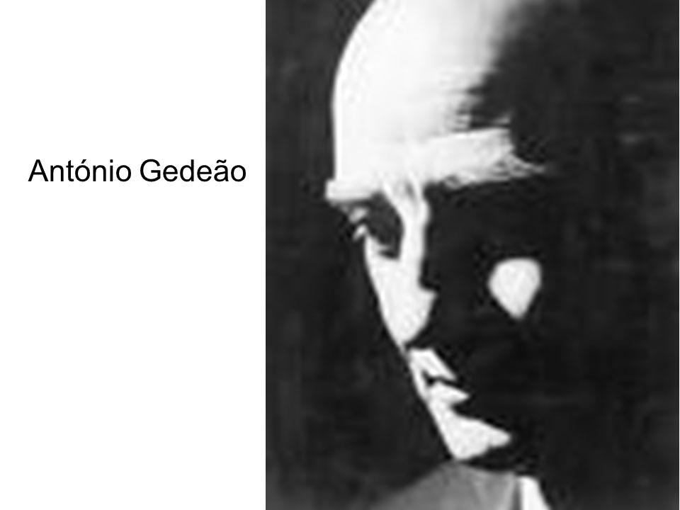 Biografia de António Gedeão António Gedeão, pseudónimo de Rómulo de Carvalho, foi poeta, professor e historiador da ciência portuguesa.