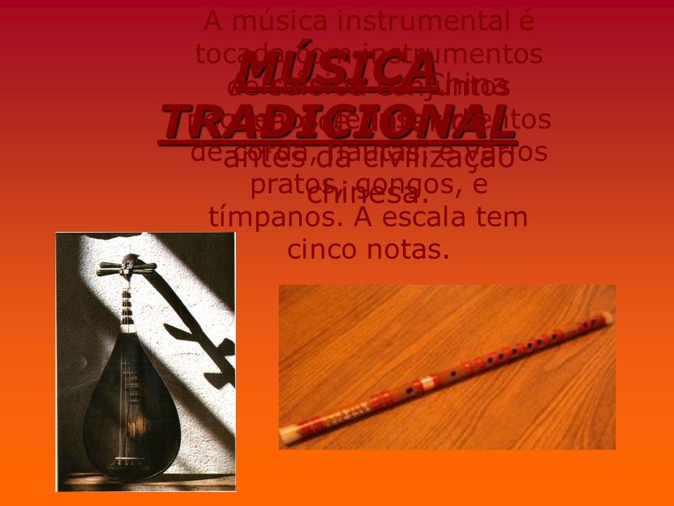 MÚSICA TRADICIONAL A música na China parece datar de antes da civilização chinesa. A música instrumental é tocada com instrumentos de solo ou conjunto