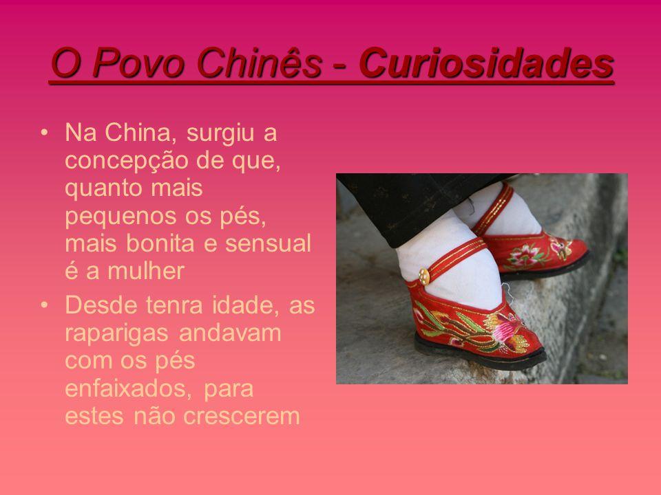 O Povo Chinês - Curiosidades Na China, surgiu a concepção de que, quanto mais pequenos os pés, mais bonita e sensual é a mulher Desde tenra idade, as