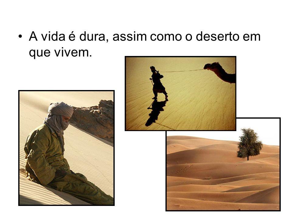A vida é dura, assim como o deserto em que vivem.
