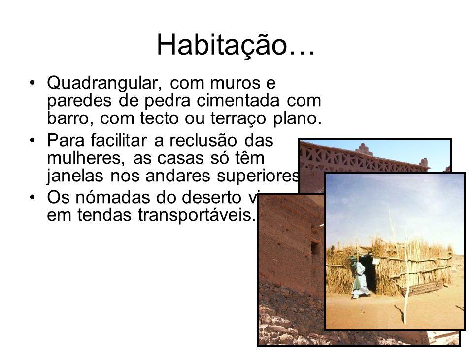 Habitação… Quadrangular, com muros e paredes de pedra cimentada com barro, com tecto ou terraço plano. Para facilitar a reclusão das mulheres, as casa