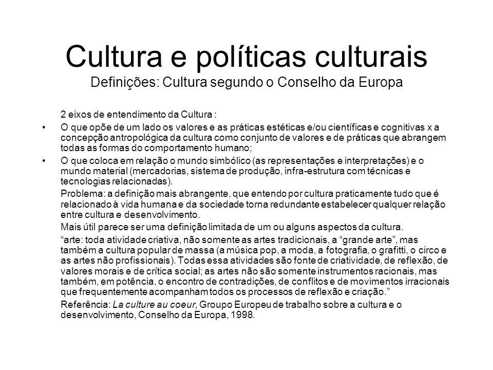 Cultura e políticas culturais Definições: Cultura segundo o Conselho da Europa 2 eixos de entendimento da Cultura : O que opõe de um lado os valores e