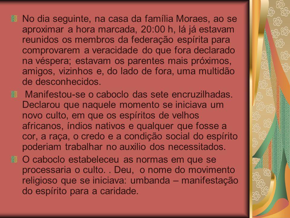 No dia seguinte, na casa da família Moraes, ao se aproximar a hora marcada, 20:00 h, lá já estavam reunidos os membros da federação espírita para comp