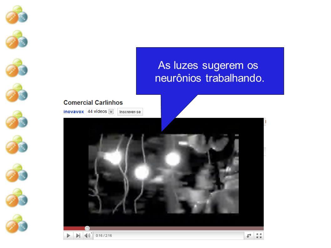As luzes sugerem os neurônios trabalhando.